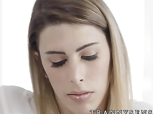 Irresistible tranny facialized after passionate lovemaking