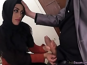 Arab Secretary Julia Roca Sucks Huge Cock Of Boss