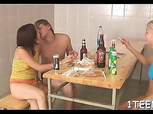 Using his thick beak to penetrate babe'_s snatch thrills dude