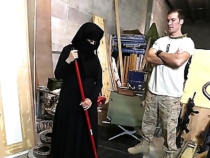 TOUR OF BOOTY - US Soldier Takes A Warmth To Sexy Arab Slave