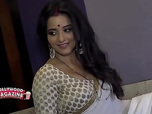 Hot Bhojpuri bombshell wed sweating in big huge boobs...