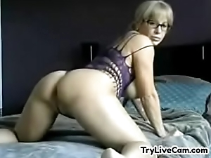 Model satisfying herself on private cam at TryLiveCam.com
