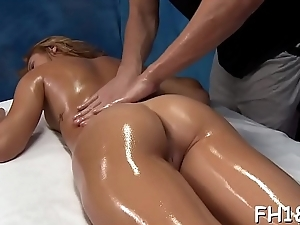 Wacko slut takes dig up from her rub-down therapist