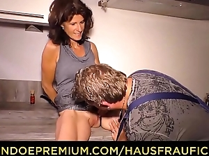 HAUSFRAU FICKEN - Skinny mature fucks meaty cock
