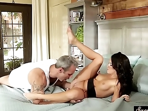 Petite stepdaughter gets jizzed on pussy