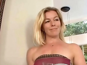 Sexy step mommy seducing undevious daughter