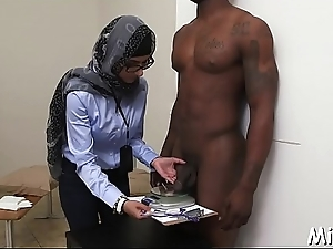 Dude plays with big jugs be advantageous to an arab bitch whilst she sucks his dick