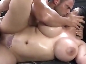 Bubble but gets fucked in the car - www.xmomxxvideox.com