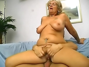 Mature battle-axe with a hairy snatch gets hose down pounded by 9 inch cock and eats cum
